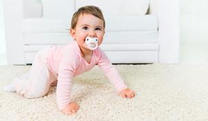 ¿Cuándo y cómo empieza a gatear mi bebé?