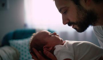 La técnica Om para calmar el llanto del bebé de inmediato