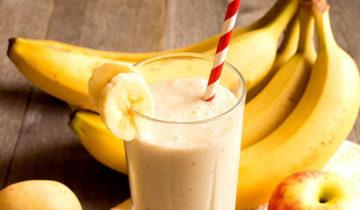 Smoothie de plátano, manzana y yogurt