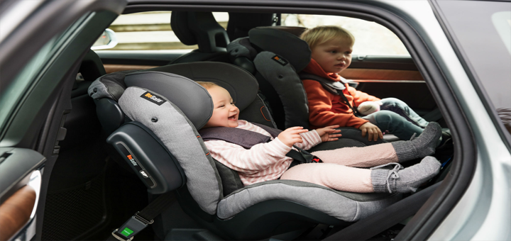 ¿Por qué colocar en sentido contra marcha la silla de auto de tu bebé?