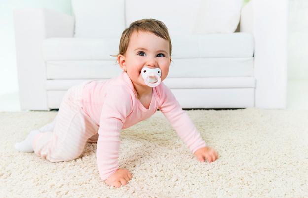 cuando empieza gatear bebe
