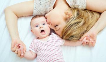Los beneficios de besar a tu bebé en la lactancia materna